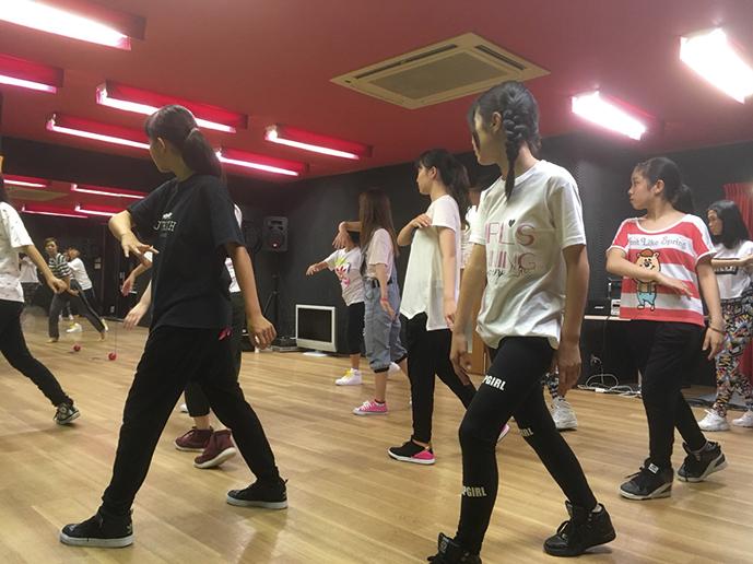 ダンススクールの模様1